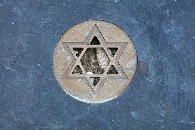 Stella del simbolo di David Jewish alla fine della lapide su fotografie stock