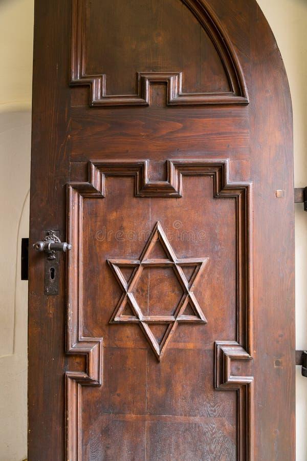 Stella di Davide su una porta di legno fotografia stock