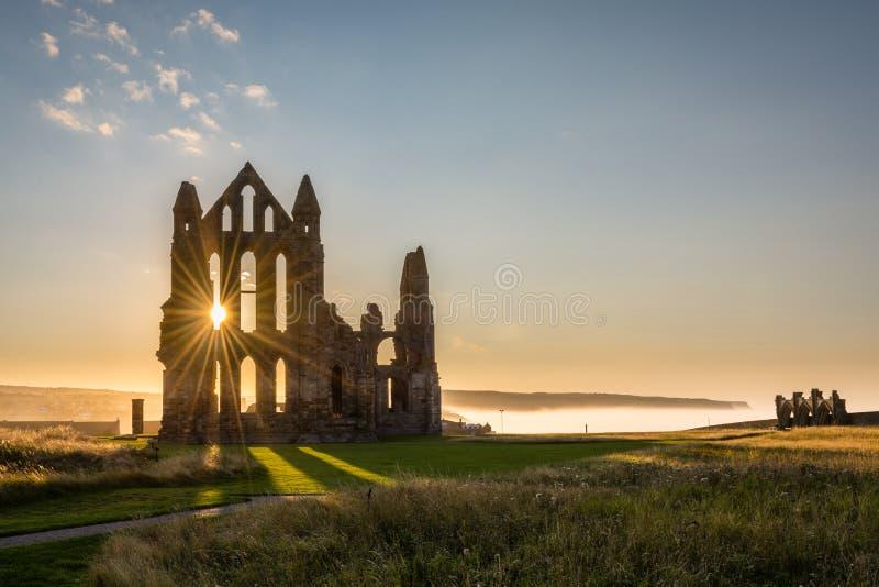 Stella di Sun su Whitby Abbey fotografia stock libera da diritti