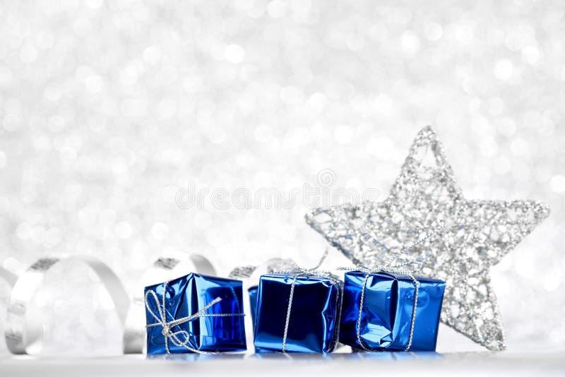 Stella e regali decorativi di natale immagine stock