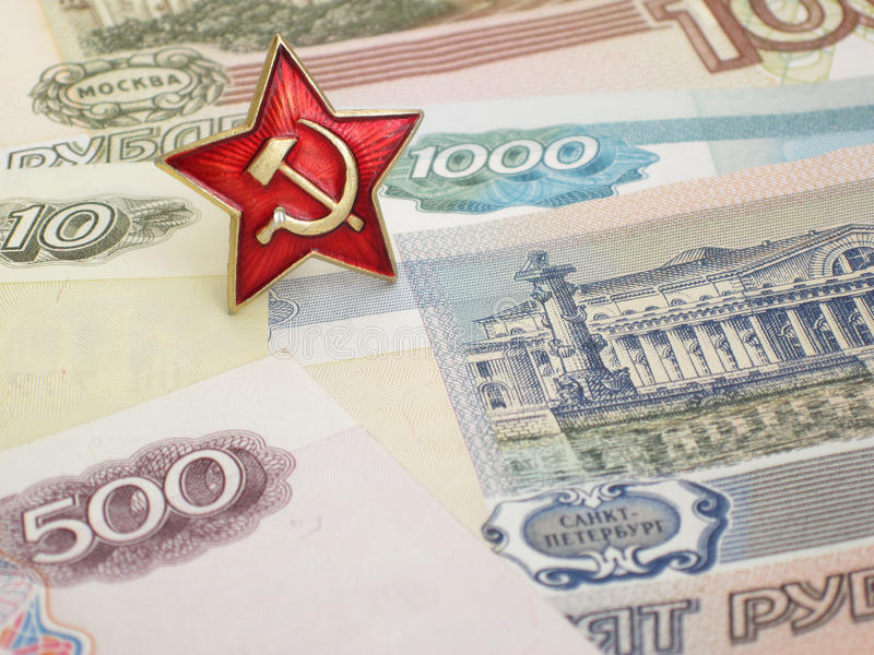 Stella sovietica e banconote russe fotografia stock