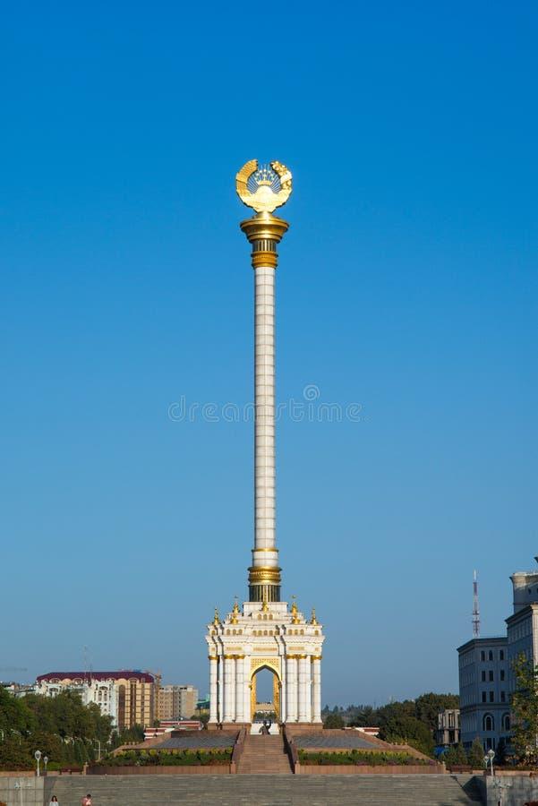 Stella z emblematem Tajikistan w centre miasto obrazy royalty free