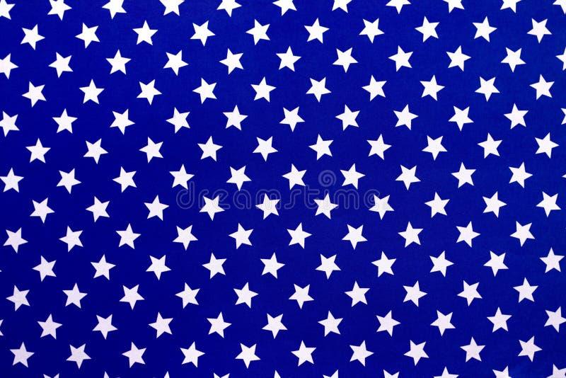 Stelle bianche su un fondo blu fotografie stock