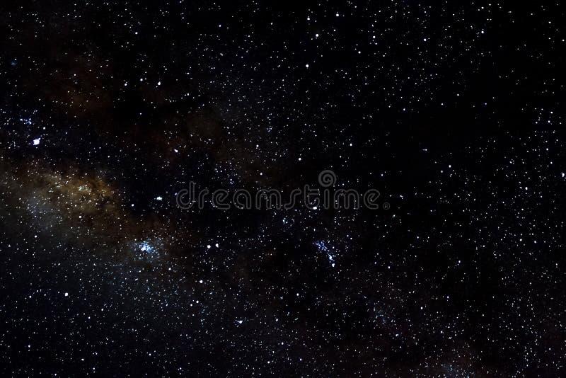 Stelle e fondo stellato del nero dell'universo di notte del cielo dello spazio cosmico della galassia, starfield fotografie stock