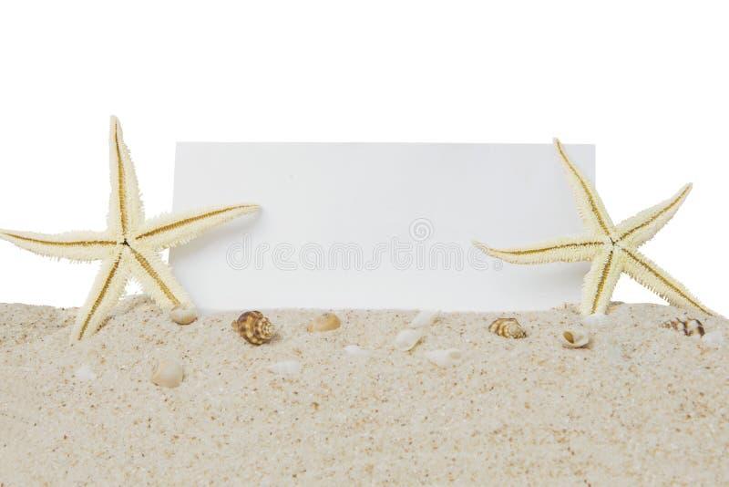 Stelle ed insegna di mare sulla sabbia fotografia stock