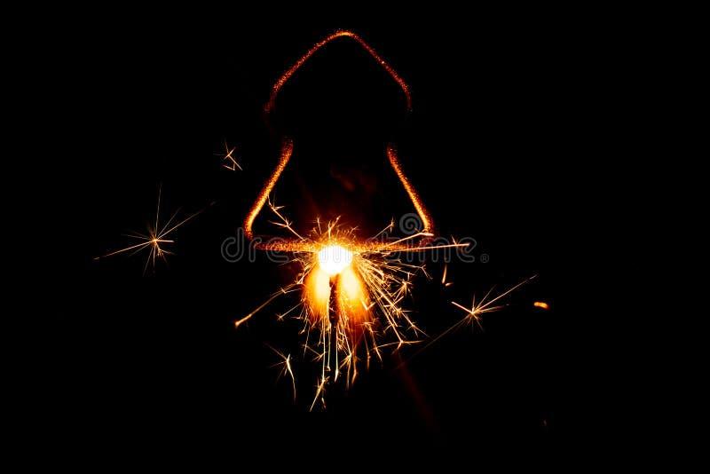 Stelle filante del fuoco sull'immagine di sfondo nera fotografie stock libere da diritti
