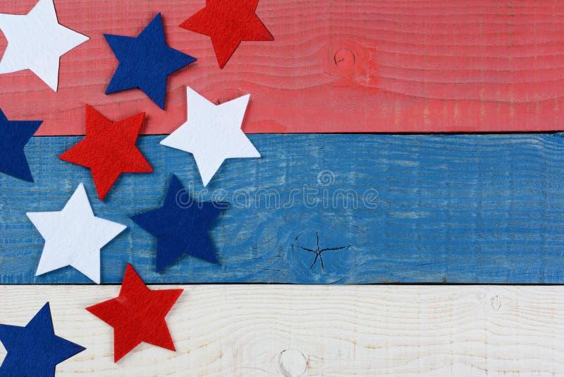 Stelle sulla Tabella bianca e blu rossa fotografia stock libera da diritti