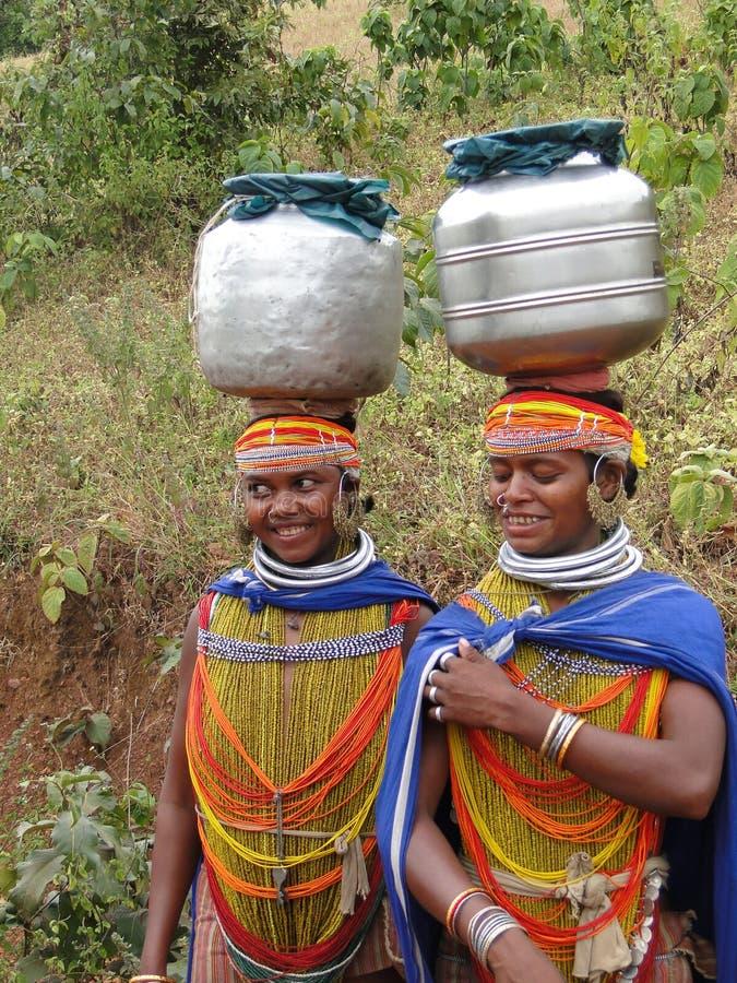 Stellen de stammenvrouwen van Bonda voor portretten royalty-vrije stock fotografie