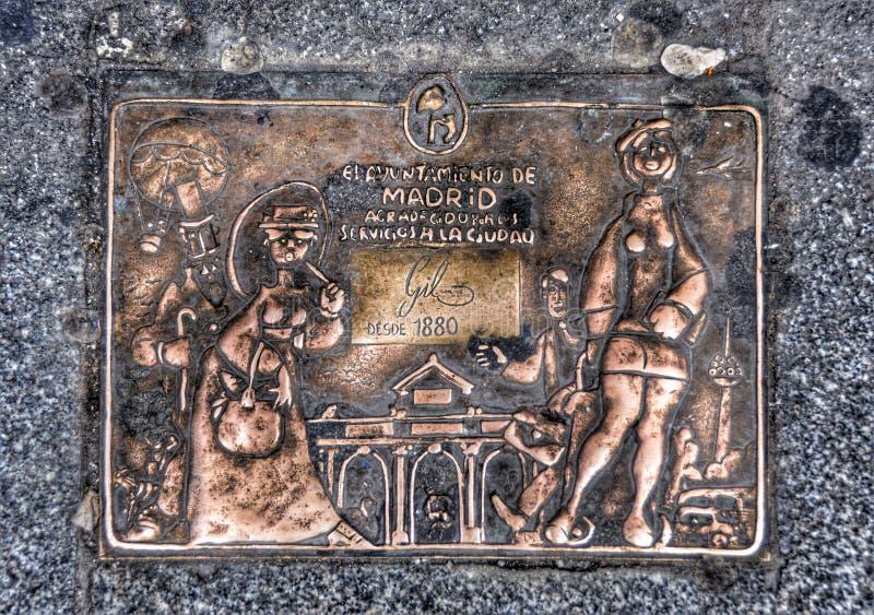 Stellen Sie geschmiedetes Kupfer auf der Ecke des Hauses in Madrid dar stockfoto