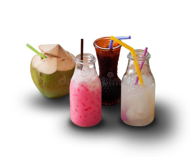 Stellen Sie Getränke auf weißem Hintergrund und Schlagschatten ein stockbild