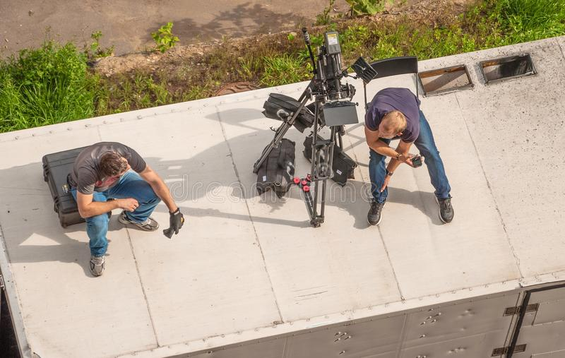 Stellen Sie mit einer Filmkamera ein stockfotografie