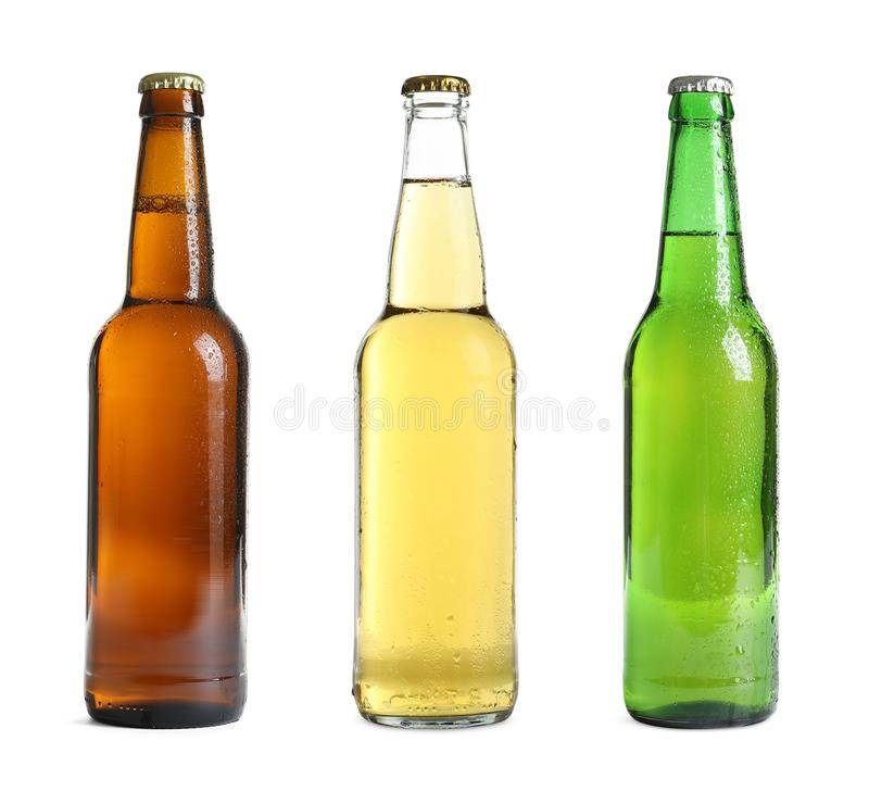 Stellen Sie mit verschiedenen kalten Bierflaschen ein lizenzfreie stockfotos