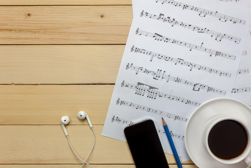 Stellen Sie Musikblattbriefpapier durch mich her Draufsichtmusikblatt nicht stockfoto