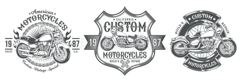 Stellen Sie schwarze Weinleseausweise des Vektors, Embleme mit einem kundenspezifischen Motorrad ein lizenzfreie stockbilder