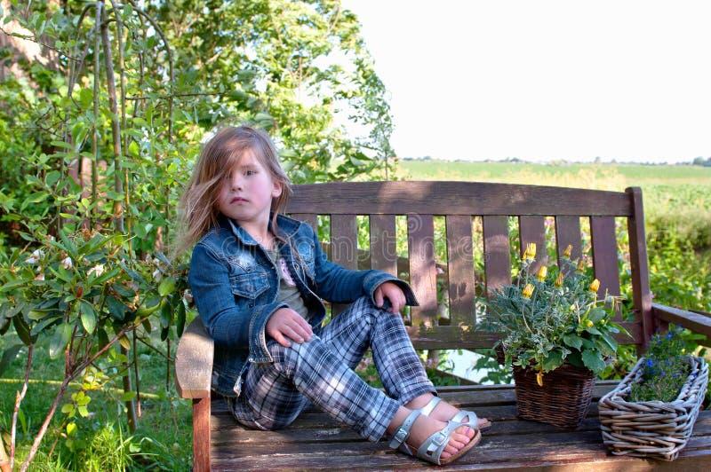 Stellen Sie sich kleines Mädchen vor lizenzfreie stockfotos