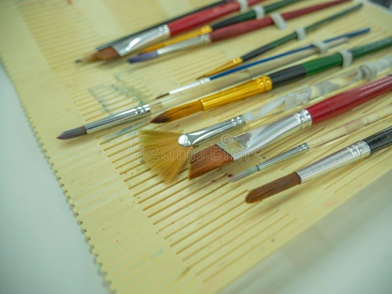 Stellen Sie vom Pinsel und vom Bleistift ein lizenzfreies stockbild