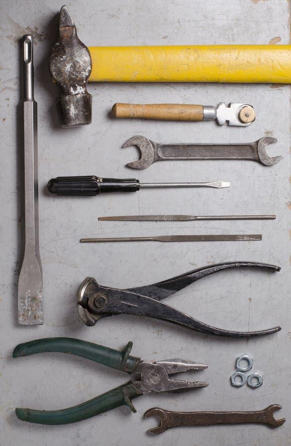 Stellen Sie von den Handalten Werkzeugen auf grauem Hintergrund ein Beschneidungspfad eingeschlossen lizenzfreie stockbilder