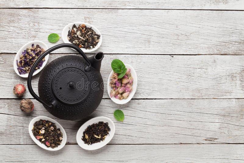 Stellen Sie von den Kr?uter- und der Frucht trockenen Tees ein lizenzfreies stockfoto