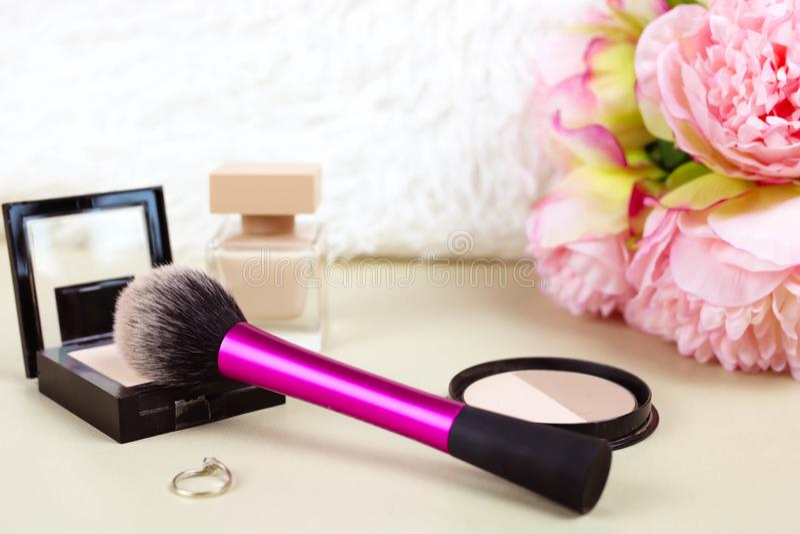 Stellen Sie von den Make-upzusätzen der Frauen ein stockfotografie