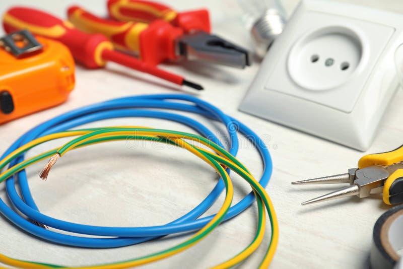 Stellen Sie von den Werkzeugen des Elektrikers ein stockfotos