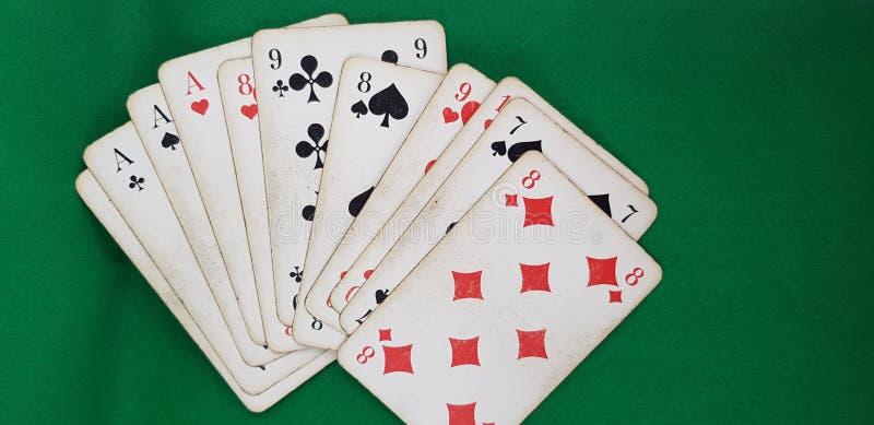 Stellen Sie von Spielkarten von verschiedenen Klagen ein stockbilder