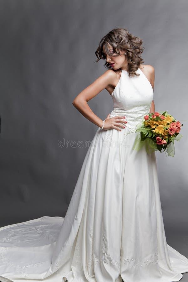 Stellende bruid royalty-vrije stock foto's