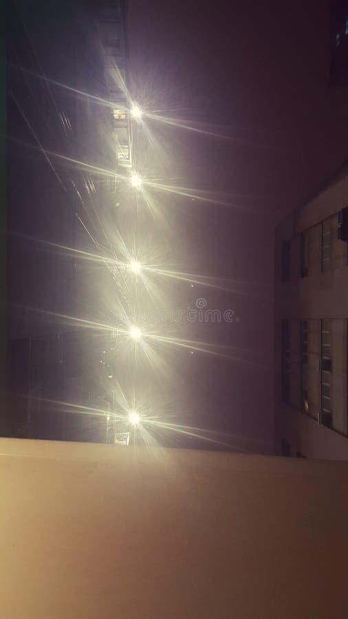 Stellenscheinwerfer-Nachtunschärfe stockbild