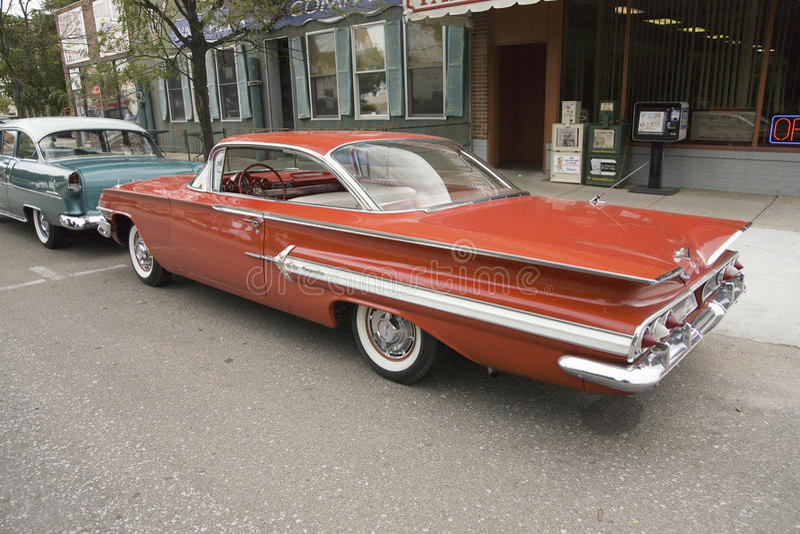 1961 stellten roten Chevy Impala wieder her stockfotografie