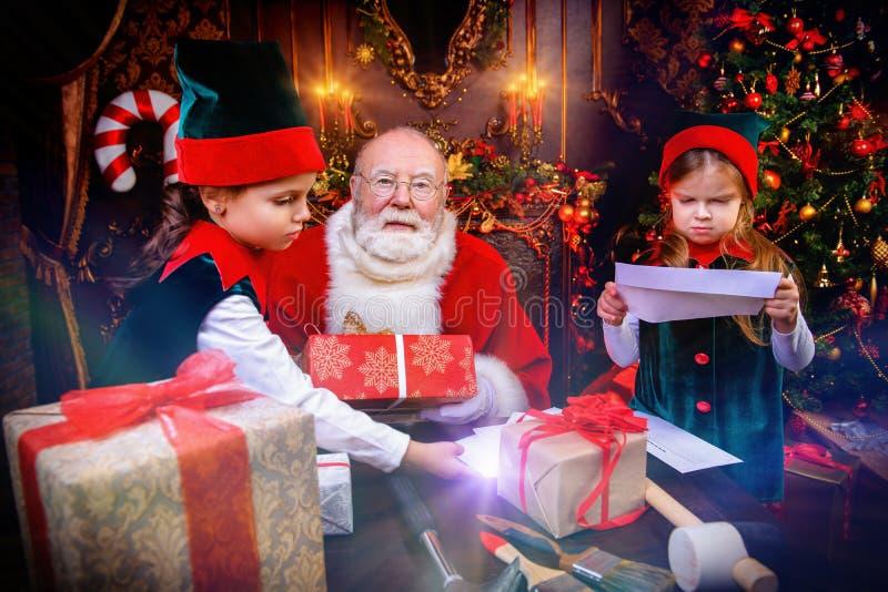 Stelt van Kerstman voor stock foto