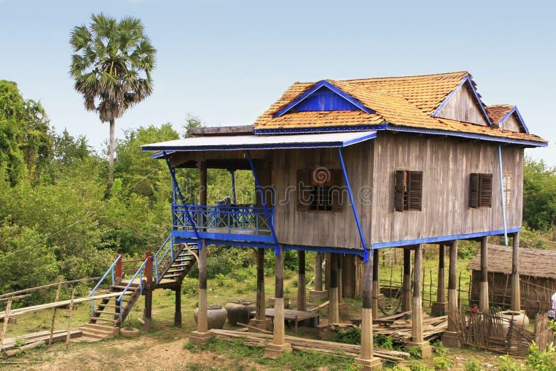 Stelthuizen in een klein dorp dichtbij Kratie, Kambodja stock foto's