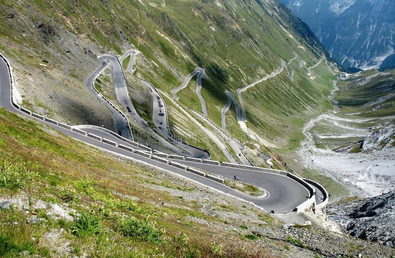 stelvio дороги пропуска горы к стоковое изображение