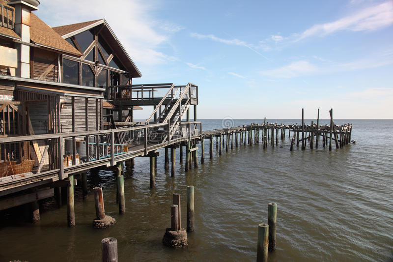 Stelzegebäude und altes Dock, Zeder-Taste, Florida lizenzfreies stockfoto
