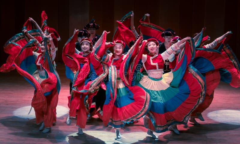 Stem in met dans 2 de volksdans van Axi sprong-Yi van het dansdrama stock afbeeldingen