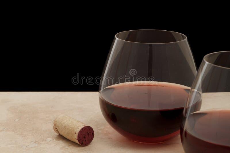 Stemless glas rode wijn royalty-vrije stock afbeeldingen