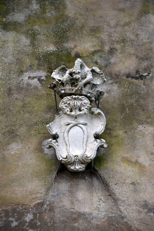 Stemma in pietra antica immagine stock