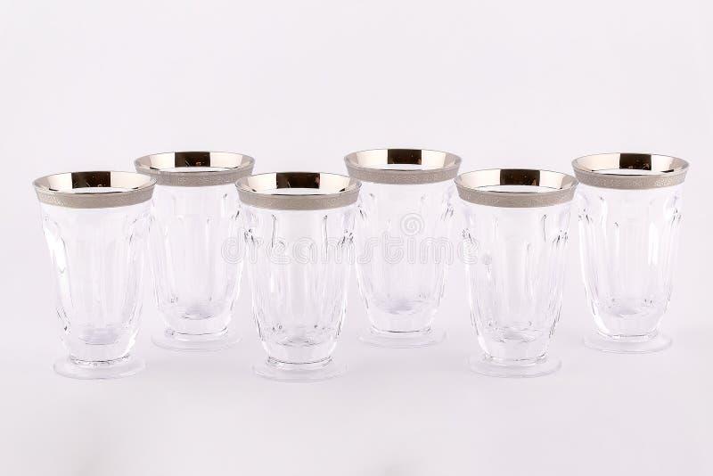 Stemware facettierte die Gläser, die vom tschechischen Glas mit einer silbernen Verzierung gemacht wurden, die auf einem weißen H stockbild