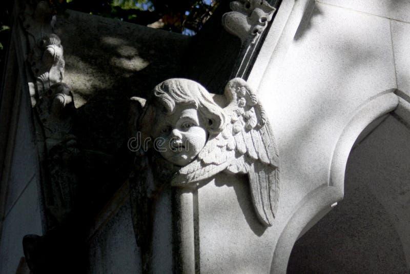 Stenängel som snider med vingar royaltyfri foto