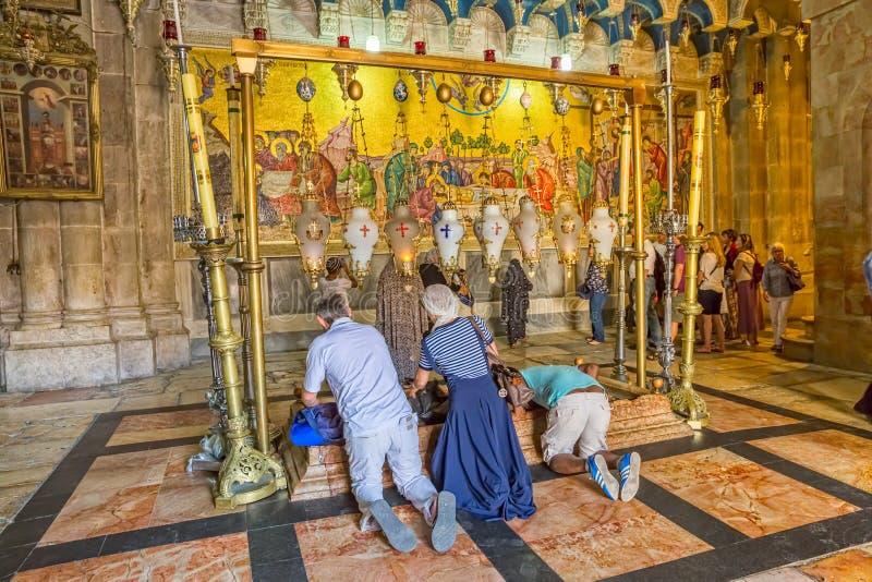 Sten av att smörja i den heliga griftkyrkan Jerusalem arkivbilder