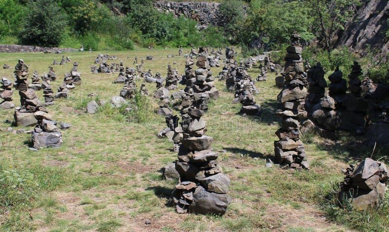 Sten-högar nära monterar Hegyestu fotografering för bildbyråer