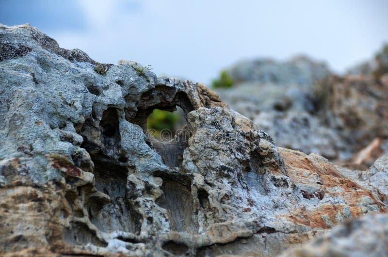 Sten med hålet arkivbild