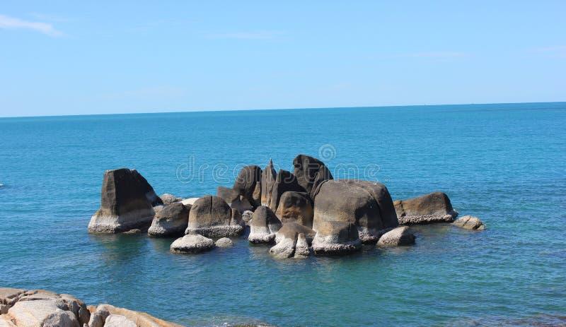 Sten på havet royaltyfri fotografi