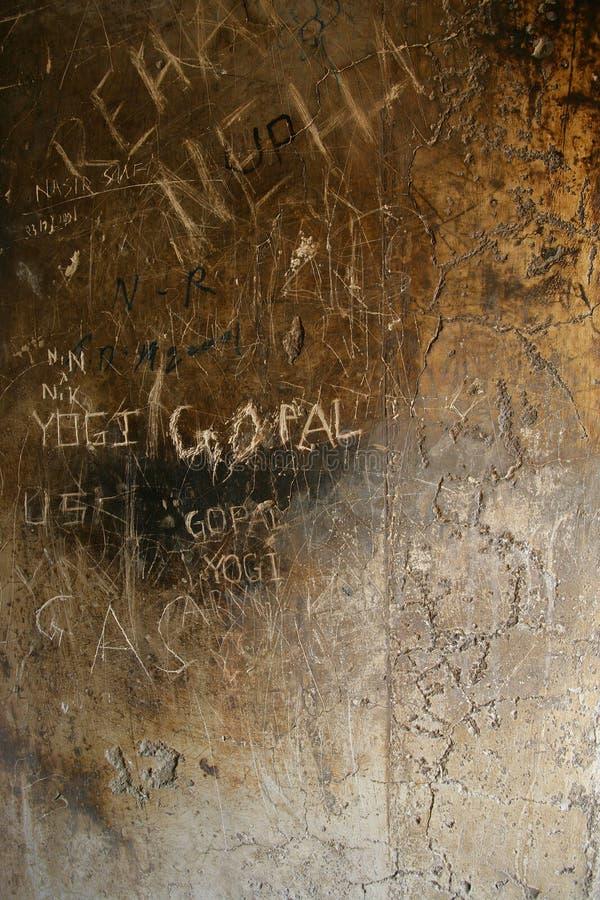 sten vandaliserad vägg royaltyfri bild
