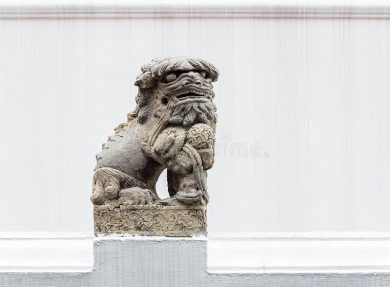 Stena lejonstatyn i den traditionella kinesiska stilen arkivfoto