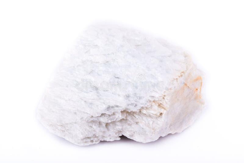 Stena mineralisk talk för makroen på en vit bakgrund arkivfoto