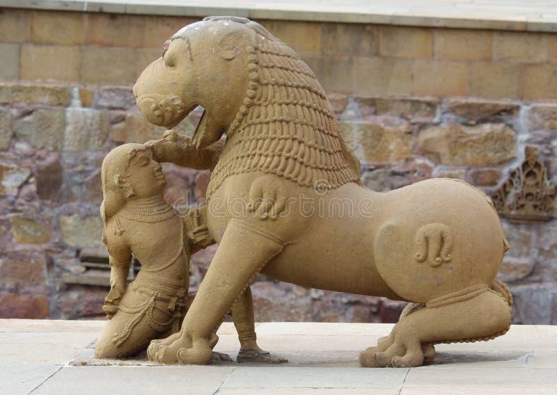 Stena skulptur i hinduisk tempel i Khajuraho, Indien. royaltyfri foto