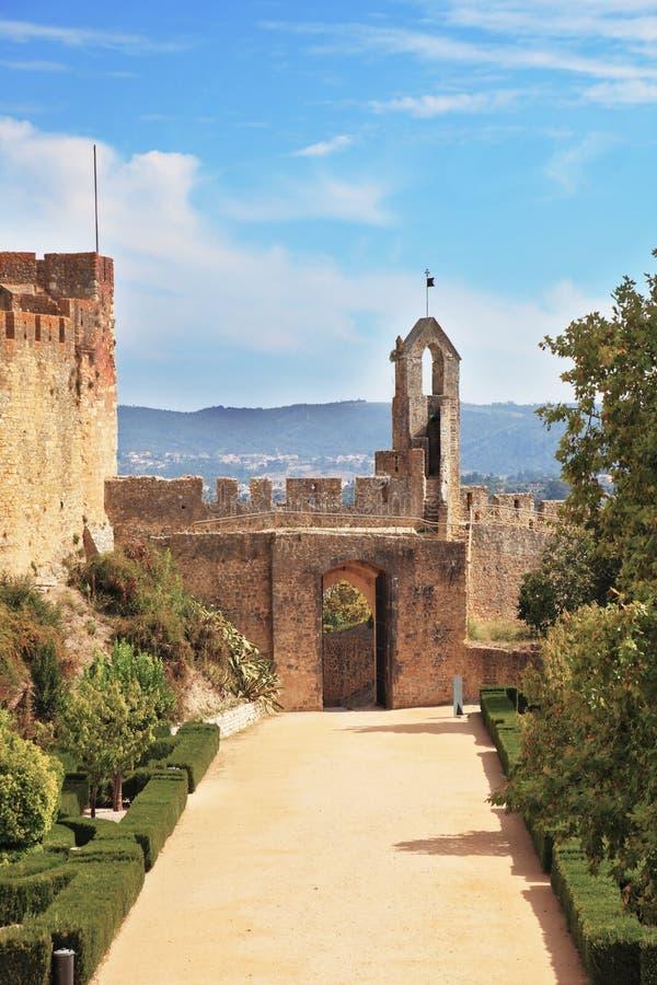 Stena väggen och ingången till parken royaltyfri fotografi