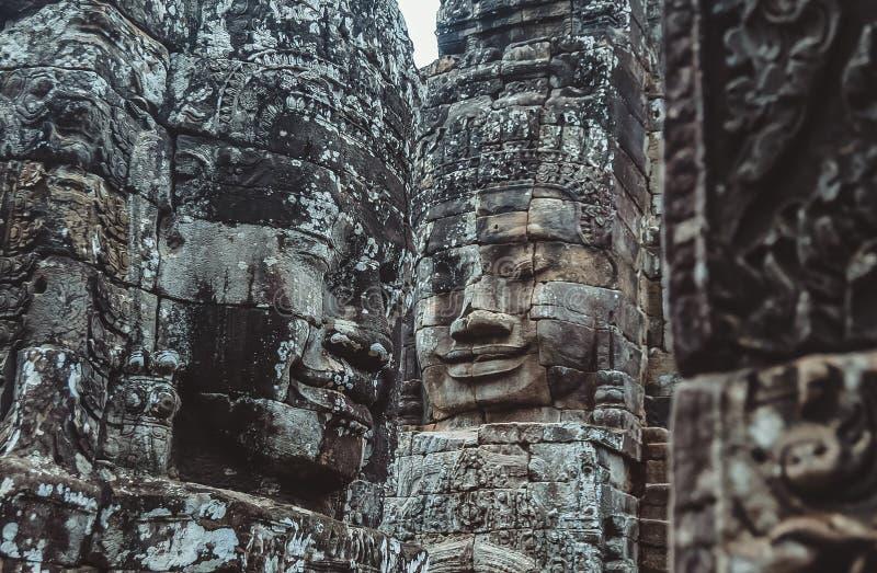 Stena väggmålningar och skulpturer i Angkor Wat, Cambodja royaltyfria bilder