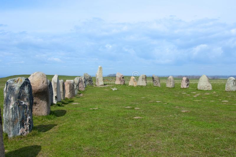 Stenar πέτρες αγγλικής μπύρας ` s του Ales, αρχαιολογική περιοχή στη νότια Σουηδία στοκ φωτογραφίες