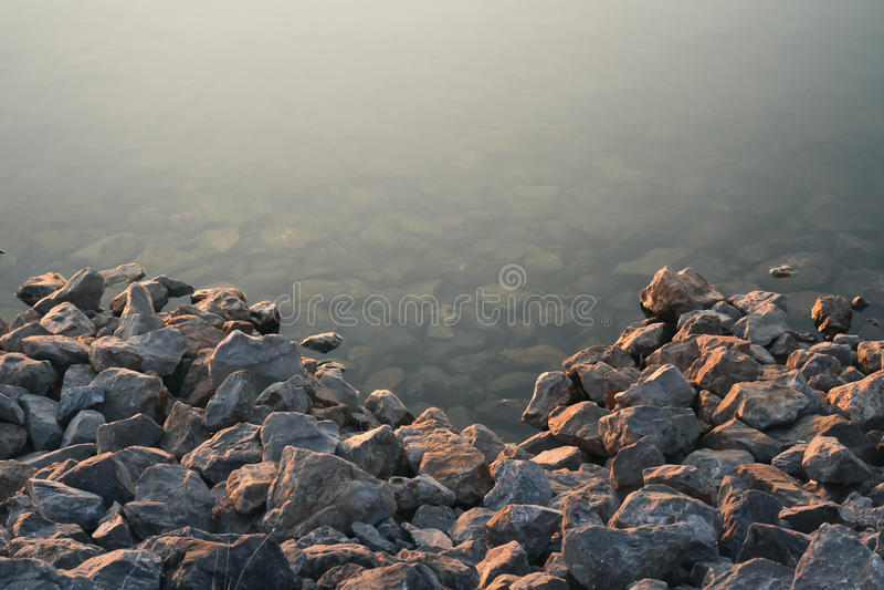 Stenar bevattnar in royaltyfri fotografi