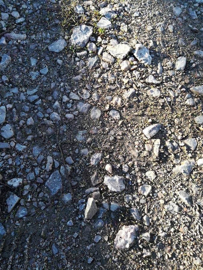 Stenar på vägen arkivbild